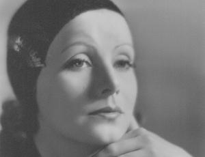 """L'oeil de la Photographie: """"Garbo's Garbos, Portraits From Her Collection"""" In L'Oeil DE La Photographie Review"""