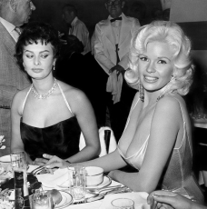 SOPHIA LOREN AND JAYNE MANSFIELD – THE STORY BEHIND THE PICTURE