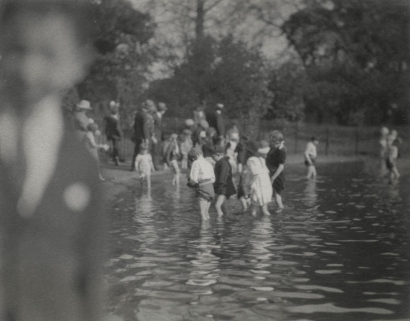 E. O. Hoppé - Children Bathing in the Serpentine, London, c. 1910 Gelatin silver print, printed c. 1910 | Bruce Silverstein Gallery