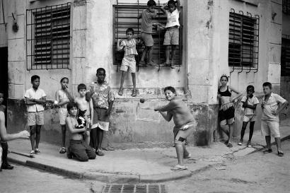 Walter Iooss, Jr. - The Corner, Havana, Cuba, 1999 | Bruce Silverstein Gallery