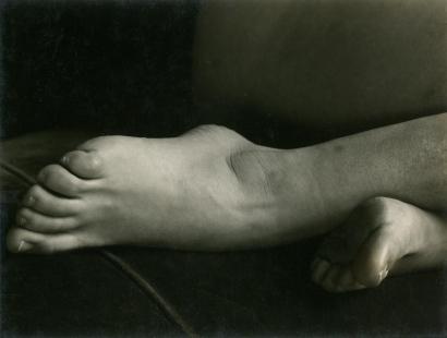 Edward Weston- Feet, 1933 Gelatin silver print, printed c. 1933   Bruce Silverstein Gallery