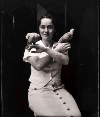 René Magritte - Le Rendez-Vous, Georgette Magritte, Bruxelles,1938 ; Bruce Silverstein Gallery