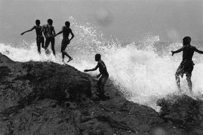 Chester Higgins - Ocean Spray, Accra, Ghana, 1973  | Bruce Silverstein Gallery