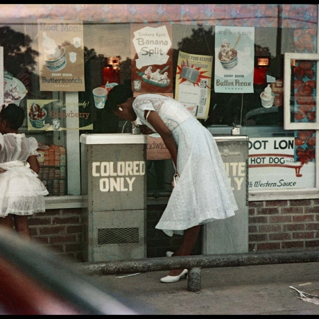 """Gordon Parks' stunning portraits of racial segregation on view for first time"""