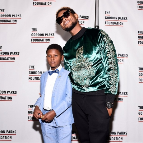 Usher Teaches His Adorable Son a Little Thing or 2 About Red Carpet Swagger