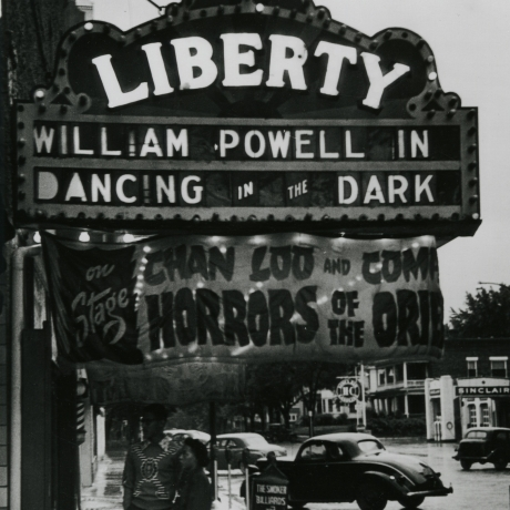 """Gordon Parks' Never-Before-Seen Photos Of 1950s Segregation"""