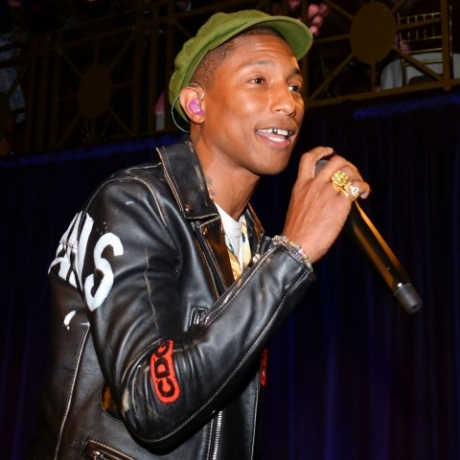 """Pharrell Williams forbids selfies at awards dinner"""