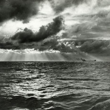 Gordon Parks: The Lost Photographs of an America Awash in a Rising Tide