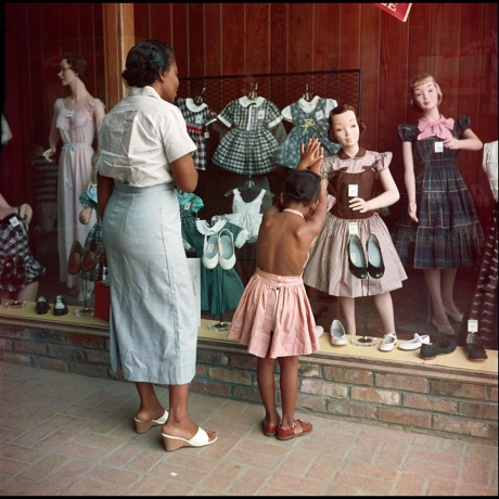 GORDON PARKS' PHOTOS CAPTURED BLACK LIFE IN 20TH-CENTURY AMERICA