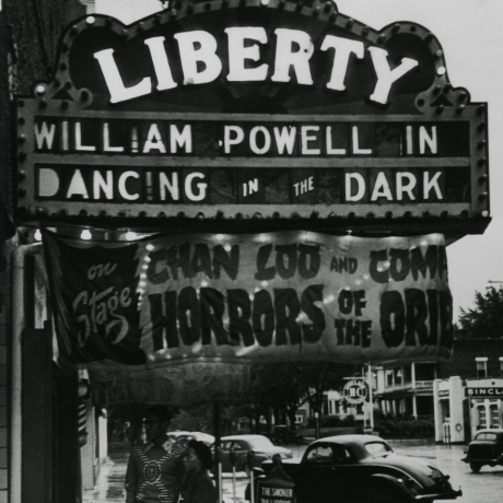 """""""Mysterious Gordon Parks' Photo Leads to Exhibit of his Work"""""""