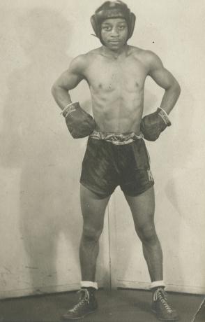 James van der zee, Boxer's stance #3, 1950s, Howard greenberg gallery, 2019