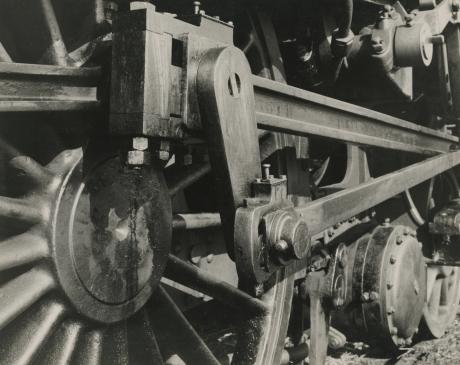 Albert Renger-Patzsch, Power centre of a Locomotive, 1925, Howard Greenberg gallery, 2019