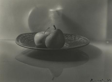Josef Sudek, Untitled (still life, bowl of fruit), 1947, Howard Greenberg gallery, 2019