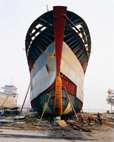Edward Burtynsky, Shipyard #13, Qili Port, Zhejiang Province, China, 2005, Howard Greenberg Gallery, 2019