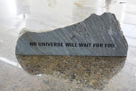 MICHAEL VICKERS | MONUMENT I (UNIVERSE)| PIERRE GRAVÉE ET PEINTE | 16X 38 X 10POUCES| 2017