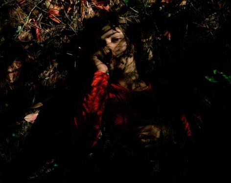 ÈVE K. TREMBLAY | LE POUCE QUI SE CACHE DANS LA BOUCHE | ÉPREUVE CHROMOGÈNE | 50 X 40 POUCES | 2001