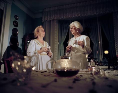 ÈVE K. TREMBLAY | MIMI ET JEANNE | ÉPREUVE CHROMOGÈNE | 1999