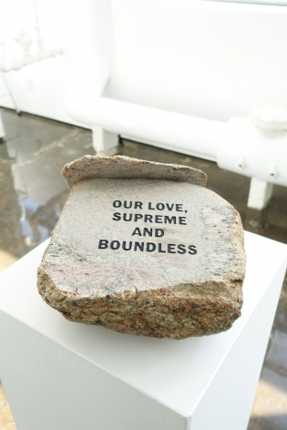 MICHAEL VICKERS | MONUMENT IV (LOVE) | ENGRAVED AND PAINTED STONE BOULDER | 5,5 X 13 X 12 INCHES | 2017