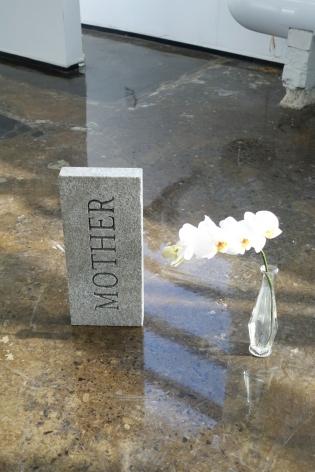 MICHAEL VICKERS | MONUMENT VII (PARENT)| PIERRE GRAVÉE ET PEINTE | 14X 6X 2POUCES | 2017