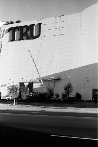 Zoe Strauss, Trump Plaza Sign Installation. Atlantic City, NJ. February 1987, Archival Inkjet Print