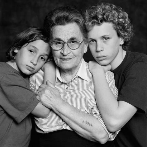 Vardi Kahana, My mother Rivka with my children Gil and Roni, 2003
