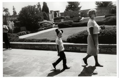 Garry Winogrand, Forest Lawn Cemetery, Los Angeles, 1964