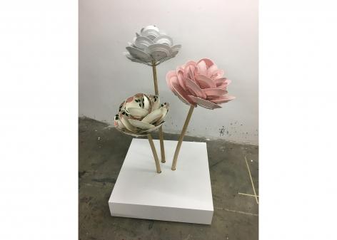 David Bielander Roses, plates, sculpture
