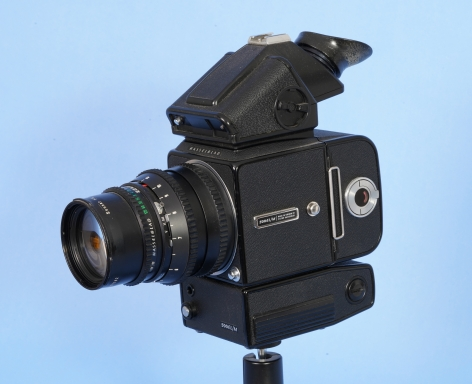 Hasselblad 500 EL/M Camera with Ziess Sonar 150mm Lens, Prism finer and 220 Back