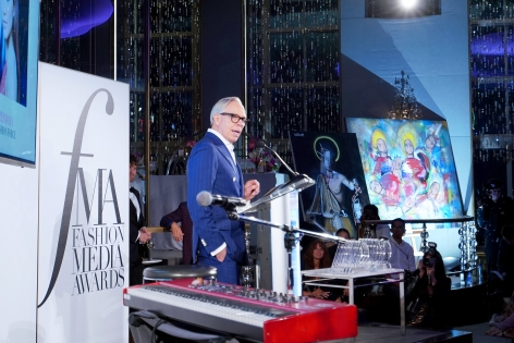 Tommy Hilfiger presents next to paintings by Hg Contemporary Artist Louis Carreon