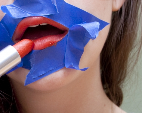 Olivia Locher - How to Apply Lipstick