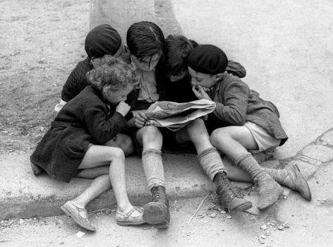 FredStein Children Reading the Newspaper, Paris, 1936
