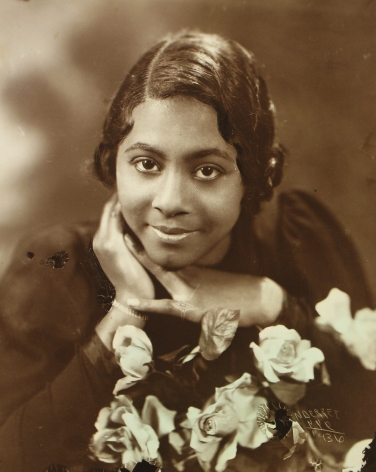 James Van Der Zee - Lady with Roses, 1936 - Howard Greenberg Gallery - 2019