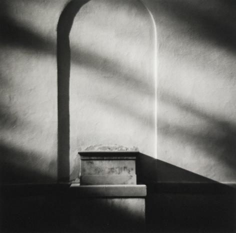 Eric Lindbloom - Empty Niche, Morristown, NJ, 1979 - Howard Greenberg Gallery