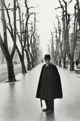 Henri Cartier-Bresson - Alles du Prado, Marseilles, 1932 - Howard Greenberg Gallery