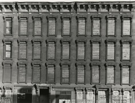 Aaron Siskind - Facade, Unoccupied Building, Harlem, 1937 - Howard Greenberg Gallery