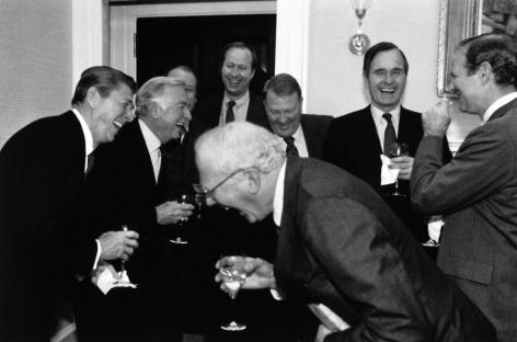 Diana Walker - President Reagan, Walter Cronkite, Jim Brady, David Gergen, Ed Meese, Vice President Bush, Jim Baker and CBS's Bud Benjamin, sharing a joke at the White House, March 3, 1981 - Howard Greenberg Gallery - 2018