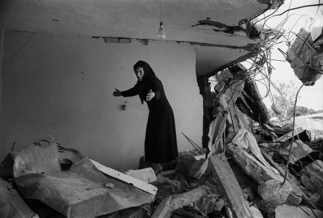 Don McCullin, A Palestinian woman returning to the ruins of her house, Sabra, Beirut, 1982, Howard Greenberg Gallery, 2019