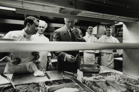 Diana Walker - President Clinton stops in to say thank you to the cooks in the White House mess, January 18, 2001 - Howard Greenberg Gallery - 2018