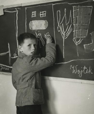 "David Seymour ""Chim"" - Untitled, c.1950 - Howard Greenberg Gallery"