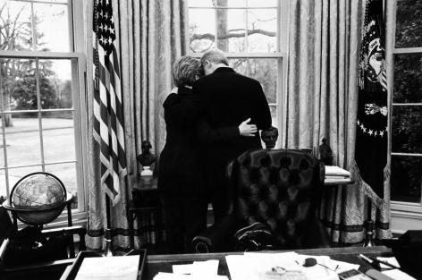 Diana Walker - President Clinton, Hilary Clinton, the Oval Office, the White House, January 17, 2001 - Howard Greenberg Gallery - 2018