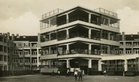 Iwao Yamawaki, Amsterdam, Z. Openiuchtschool i.d. Cliostraat, 1930-32, Gelatin silver print on carte postale, Howard Greenberg Gallery, 2019