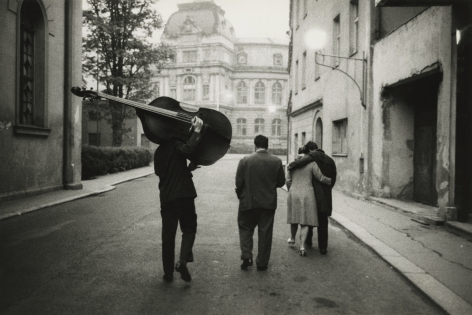 Marc Riboud - Karlo Vivary, 1962 - Howard Greenberg Gallery