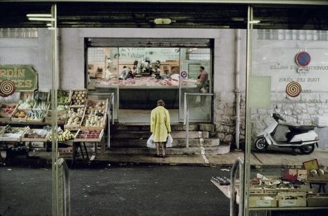 Harry Gruyaert, Covered Market, Biarritz, France, 2000, Howard Greenberg Gallery, 2019