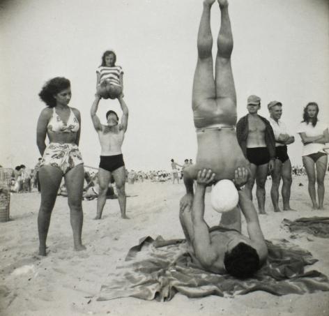 Sid Grossman - Coney Island, c.1947 - Howard Greenberg Gallery