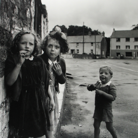 Philip Jones Griffiths: Maelstrom 2011 Howard Greenberg Gallery