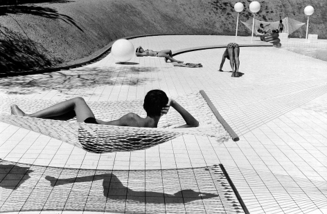 Martine Franck - Swimming pool designed by Alain Capeilleres, La Brusc, Var, France, 1976 - Howard Greenberg Gallery