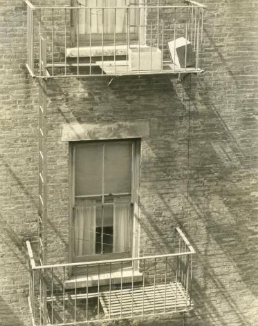 Edward Steichen - Laughing Box on 86th St., 1922 - Howard Greenberg Gallery