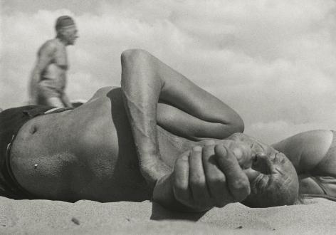 Leon Levinstein - Coney Island, c.1954 - Howard Greenberg Gallery