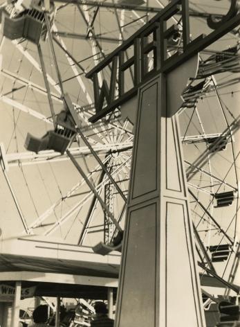 Iwao Yamawaki - New York's World Fair, 1939 - Howard Greenberg Gallery
