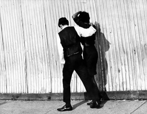 Leon Levinstein - Untitled (couple embracing), n.d. - Howard Greenberg Gallery - 2018